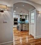 Широкая арка на кухне