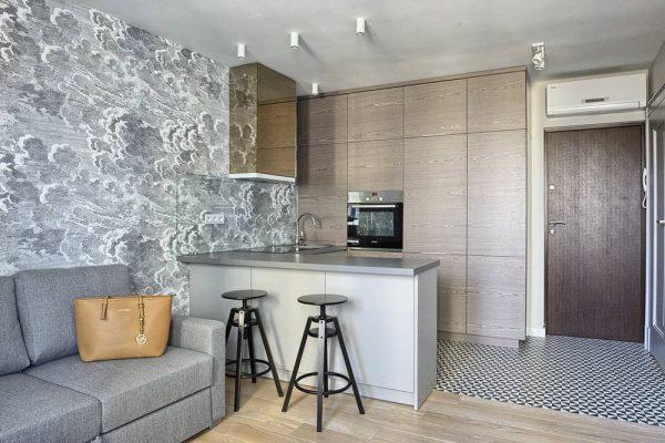 Кухня-гостиная с барной стойкой в квартире-студии