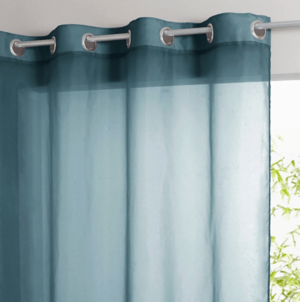 Синяя штора на люверсах для кухни