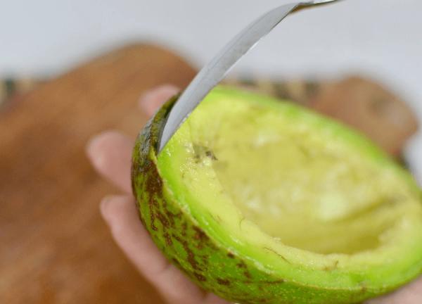 Удаление мякоти авокадо