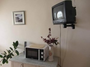 Телевизор над микроволновой печью