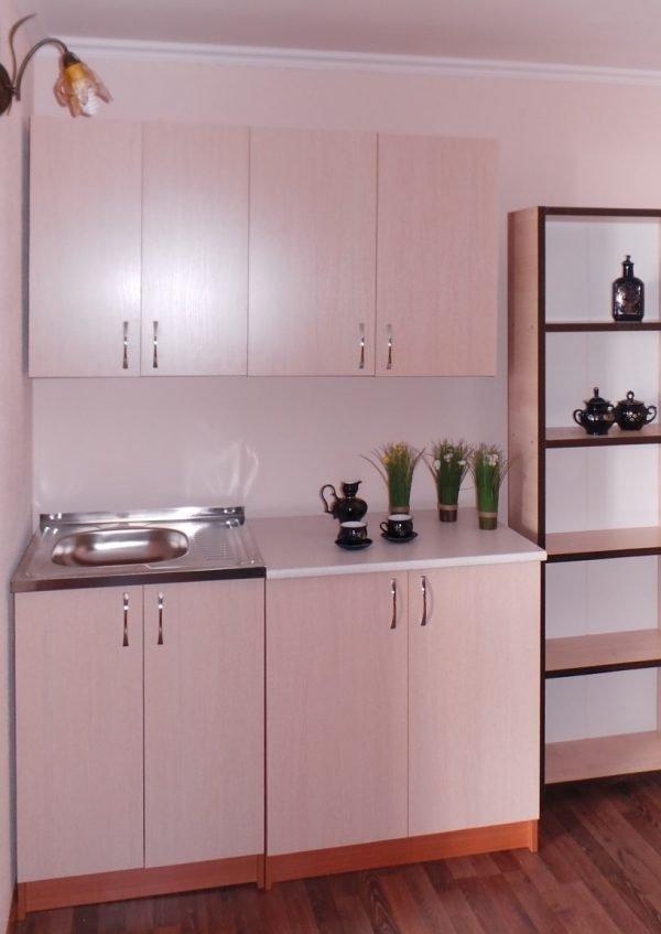 Мойка накладного типа в кухонном гарнитуре