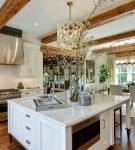Необычный дизайн кухонной вытяжки