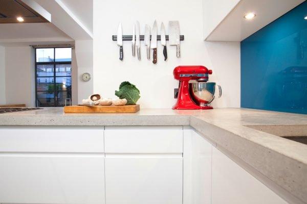 Магнитный держатель для ножей на кухне