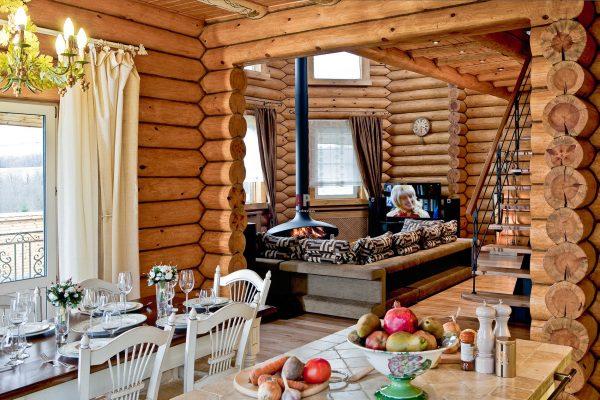 Классический стиль кухни в деревянном доме