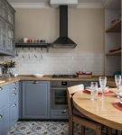 Кухня с овальной столешницей