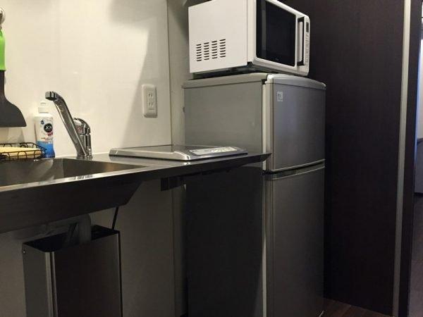 Микроволновка на невысоком холодильнике