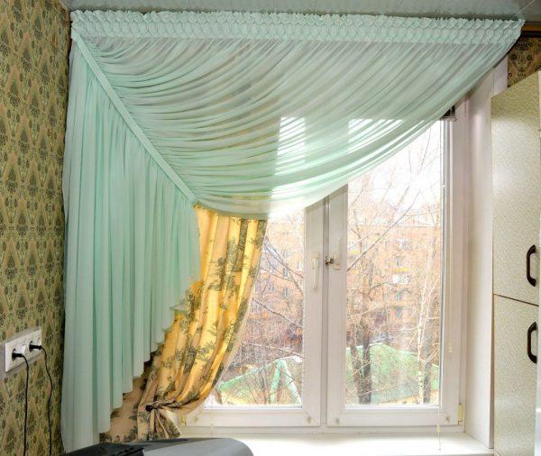 Односторонние шторы на кухонном окне