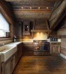 Характерная мойка на кухне в стиле кантри