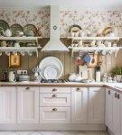 Обои в цветочек на кухне в стиле прованс