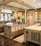 Кухня со светлой мебелью в стиле шале