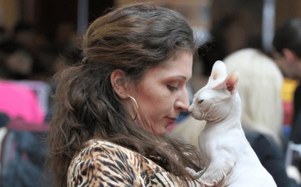 Мини-кошка с хозяйкой