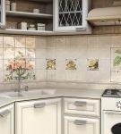 Глянцевая квадратная керамическая плитка с растительным рисунком на кухне