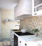 Бежевая плитка на стенах кухни