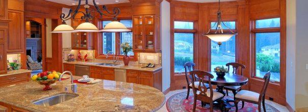 Эркер — большой козырь в руках дизайнеров, который поможет осуществить зонирование и обустроить в кухне отдельную функциональную зону.