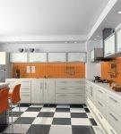 Кухня с оранжевым фартуком и контрастным напольным покрытием