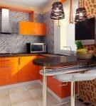 Оранжевый гарнитур на кухне в африканском стиле