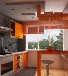 Кухня с лаконичным дизайнов в оранжевом цвете