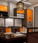 Коричнево-оранжевая мебель на небольшой кухне