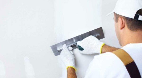 Шпатлевание стены перед отделкой