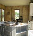 Стильная кухня с отделкой венецианской штукатуркой