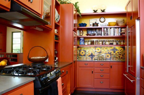 Яркая кухня в восточном стиле