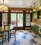 Зелёный гарнитур на кухне с декором в восточном стиле