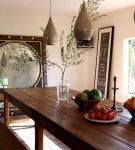 Эффектные люстры в восточном стиле в кухне-столовой