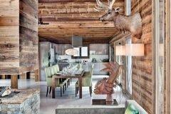 Обилие натуральной ароматной древесины, массивные и простые формы, низкие потолки и безграничный уют — такой предстаёт истинная кухня в стиле шале.