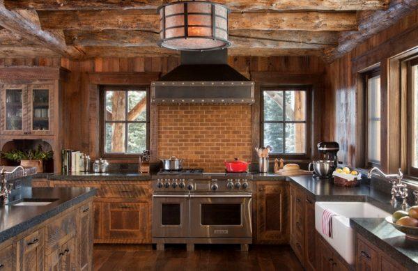 Низкие потолки в кухне шале