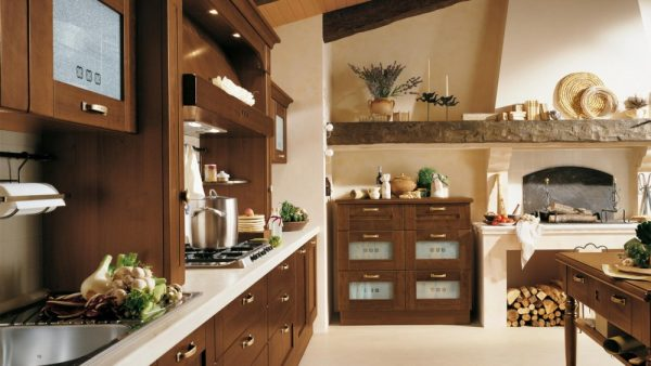Декор в кухне шале
