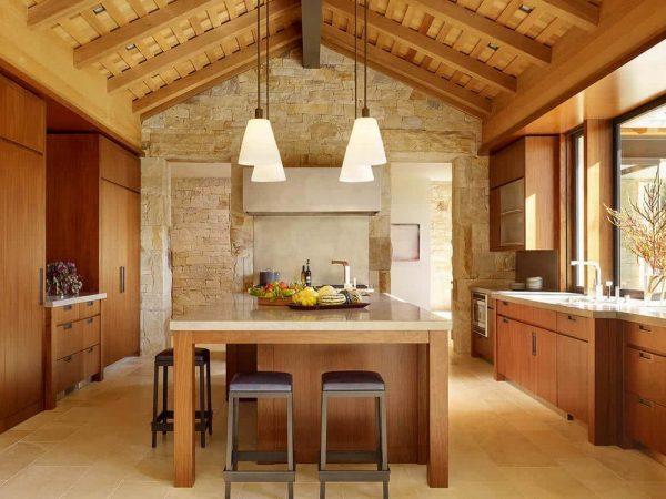 Кухня в тёплых бежевых окрасах