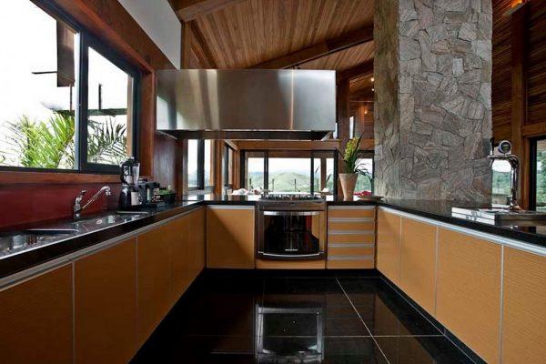 Кухня шале в современном оформлении
