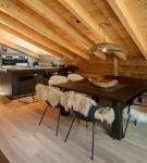 Кухня шале с признаками минимализма