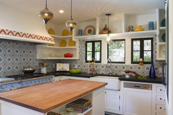 Кухня с декором в восточном стиле