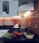 Оформление рабочей зоны на кухне в восточном стиле