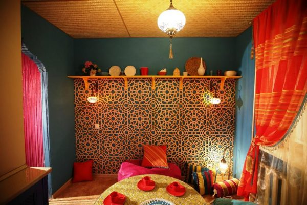 Зона отдыха на кухне в индийском стиле