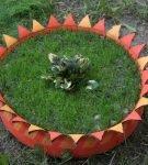 Клумба из покрышки в форме цветка
