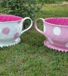 Клумба из покрышки в виде чайной чашки