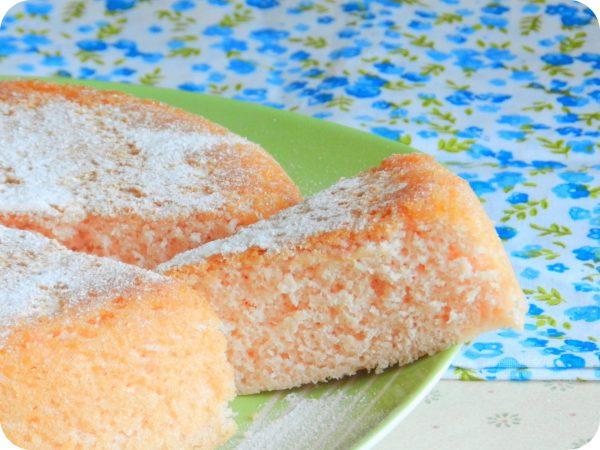 Готовый кисельный пирог на тарелке
