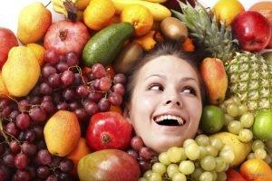 Женщина во фруктах