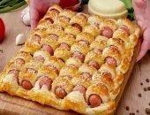 Плетёный пирог из сосисок и сыра