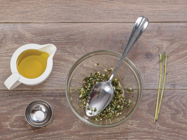 Горчичное и подсолнечное масла с чесноком и розмарином