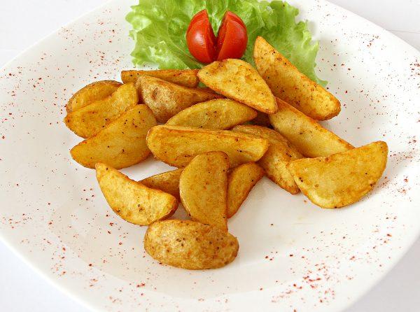 Готовый картофель по-деревенски