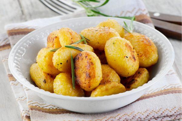 Хрустящий картофель цельными клубнями