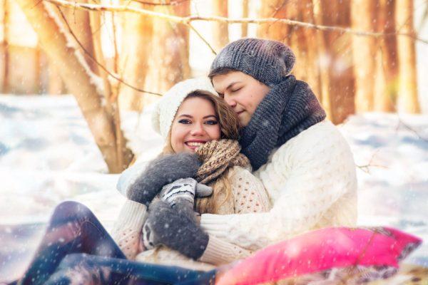 Влюблённая пара зимой