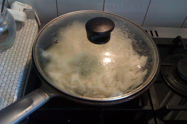 Сковорода под крышкой