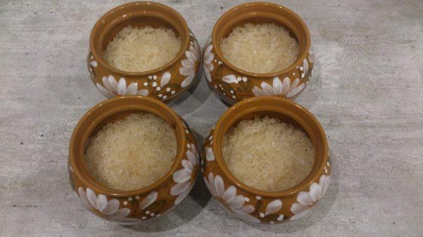 Керамические горшочки с рисом