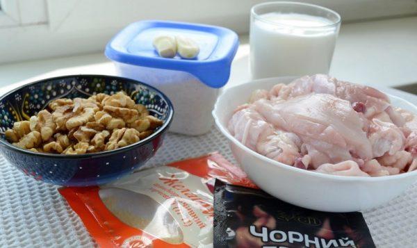 Продукты для приготовления куриного рулета с желатином на столе