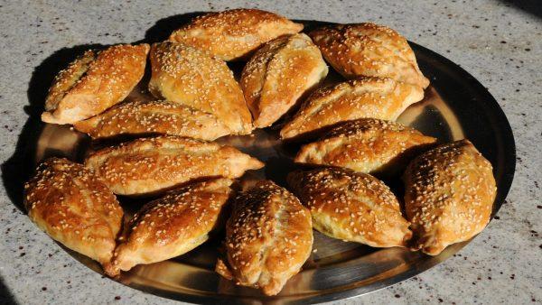 Готовые пирожки из песочного теста
